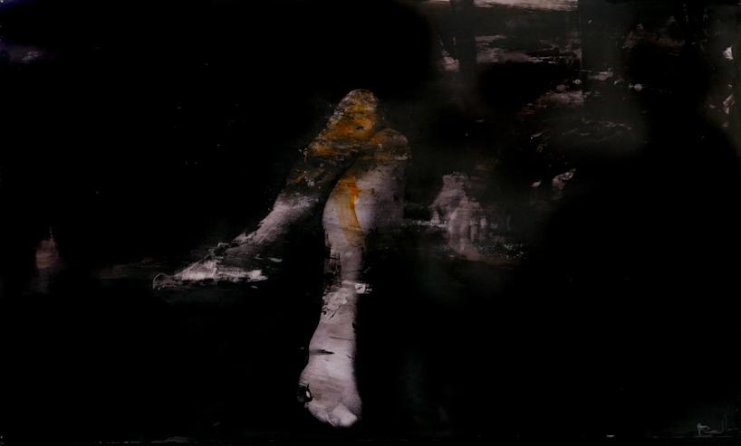 legs - graffi ed acrilico su foto