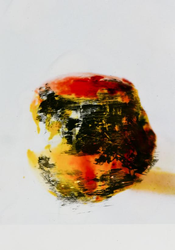 mela - acrilico e ruggine su foto